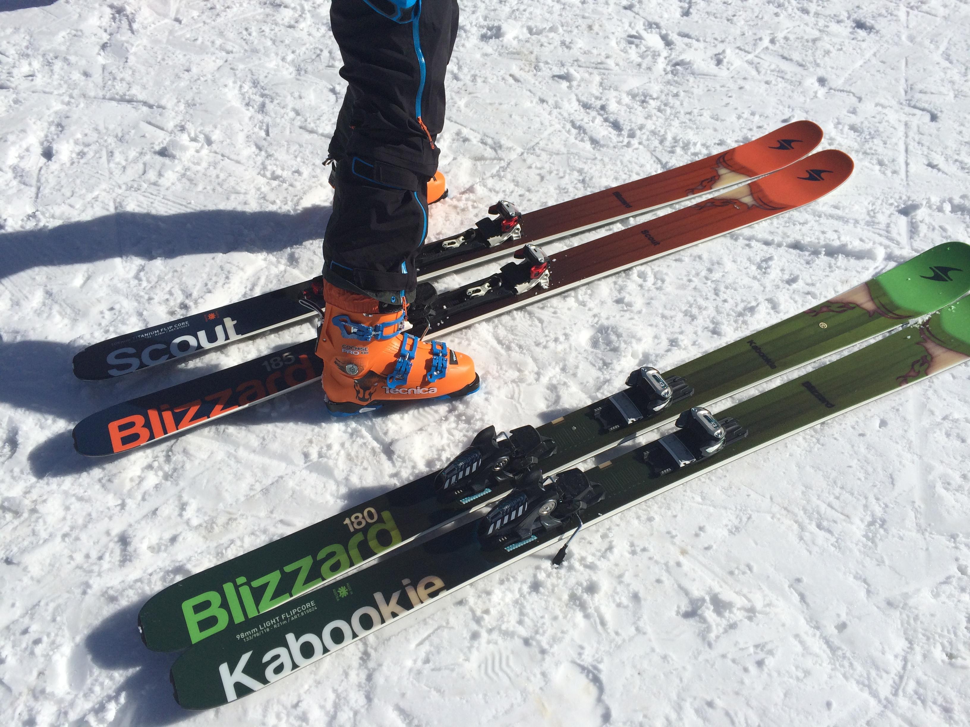 De verschillen zeken tussen twee ski's die alleen in breedte verschillen